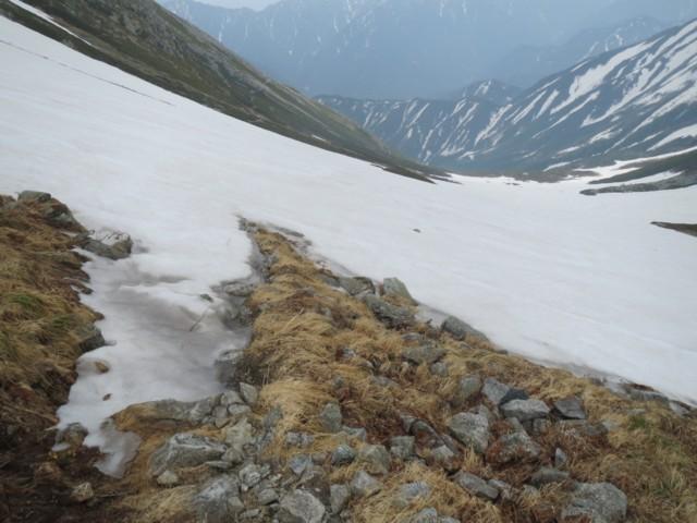 6月14日 夏道横切る雪渓
