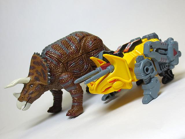 DINOSAUR_AGE_Triceratops_25.jpg