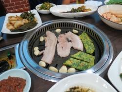韓国釜山 焼き肉! サムギョプサル