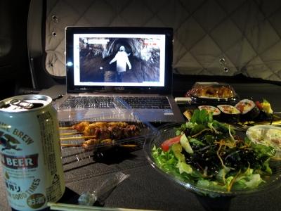 車内にて夕食