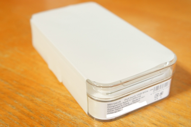 apple_ipodtouch_5th_unbox_01.jpg