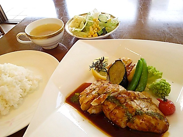 仙台サンプラザ sun pastel(サンパステル) 鶏グリル バジルソース
