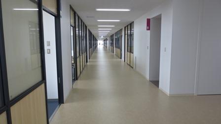 叡明長い廊下