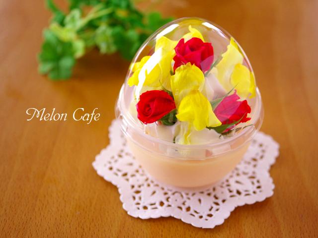 花のデコレーションプリンと容器