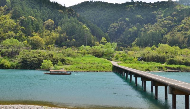 「屋形船と四万十川1」 (高知県)
