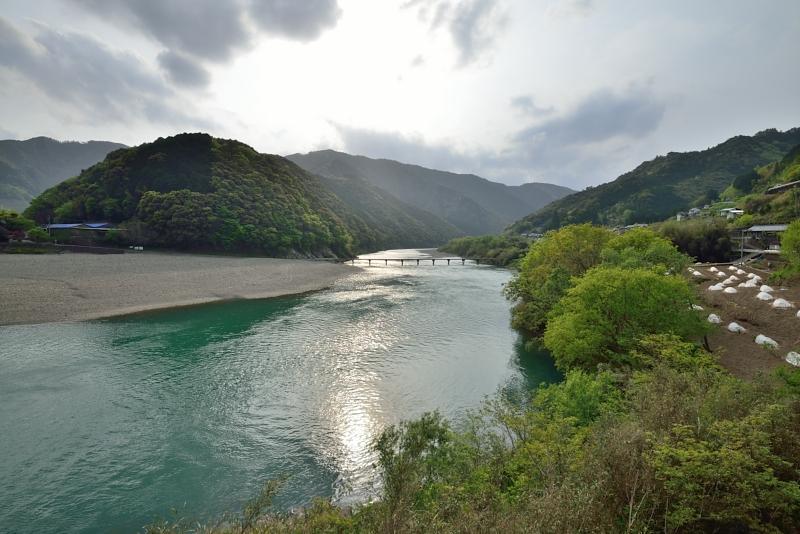 「岩間沈下橋」  (高知県四万十川)