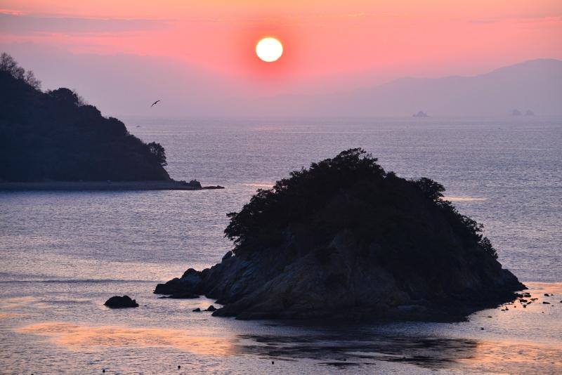 紅い朝 (香川県さぬき市津田)