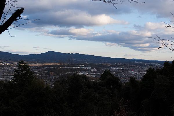 東谷山から東方面を望む