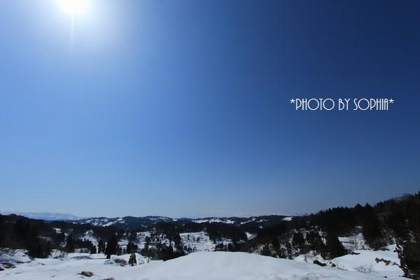 雪の山間より