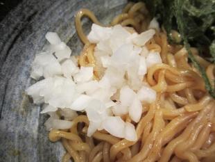 キンシャイ亭麺やタブキン亀貝 油ソバ 具 (2)