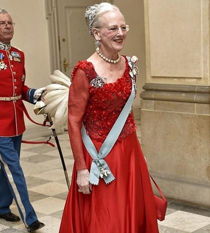 dennish-queen-red.jpg