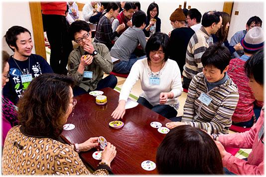 2015-04-05 大人お寿司ゲーム会全体風景-w534