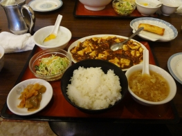 武蔵新田駅前の中華屋さんでお昼を食べました。
