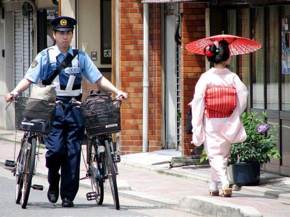 1280px-police_officer_and_maiko_mameyuri.jpg